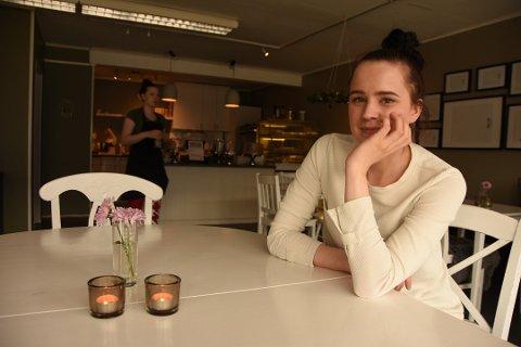 POSITIV TEST: Mariell Eriksen (24) fikk torsdag positivt testsvar på korona. Hennes egen kafé, MER, er derfor stengt til hun igjen blir frisk.