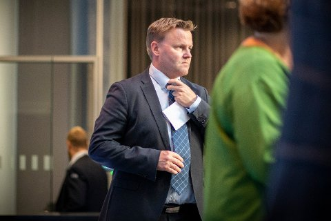 VARSLER NYE RÅD: Assisterende helsedirektør Espen Rostrup Nakstad sier det snart vil komme nye råd for kollektivtrafikk og munnbind. Foto: Heiko Junge (NTB scanpix)
