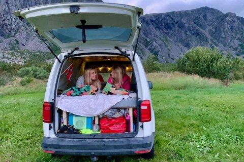 TRIVELIG: I den varebil har Ingveig Sveen Eilertsen og