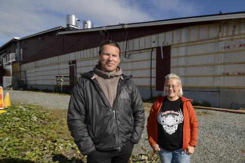 Nils Wikberg og Grete Tuven driver Ica Hemavan. Tuven håper grensene åpner snart.