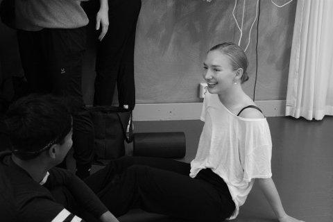 Julie Sandvær Eva tar en treårig yrkesutdannelse på Ballettakademien i Stockholm.