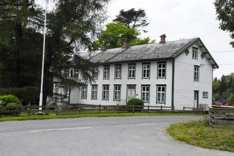 Nytt liv: Prestegården i Steigen er kjent for sin flotte hage. Nå utredes det hva bygget skal benyttes til i framtiden.