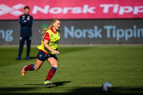 Lisa-Marie Karlseng Utland på trening foran landskampen mot Wales tirsdag kveld. Foto: Vegard Grøtt/Bildebyrån