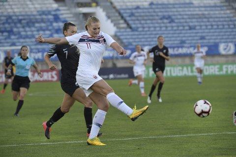 Lisa-Marie Karlseng Utland og RBK Damer har så langt vært uslåelige i debutsesongen i toppserien, etter seks seiere og fem uavgjort på elleve kamper. Bildet er hentet fra en landskamp.Foto: Janerik Henriksson