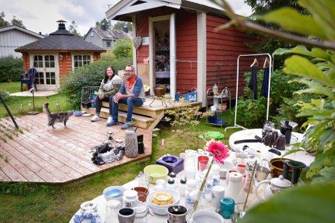 Ragnhild Vassdal og Arild Karstensen er glade i folk og det er mang en kaffekopp som har blitt delt ut til besøkende.