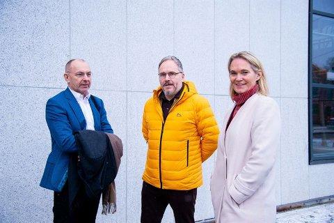 Konsernsjef Tom Einar Jensen (i midten) sammen med to nye i ledelsen til Freyr, Jan Arve Haugan (COO og vise-konsernsjef) og Hege Marie Norheim, (konserndirektør for HR, bærekraft og kommunikasjon).