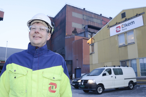 Verksdirektør Frode Johan Berg i Elkem Rana melder om vedlikeholdsarbeid på renseanlegget onsdag formiddag, som kan gi økte utslipp.