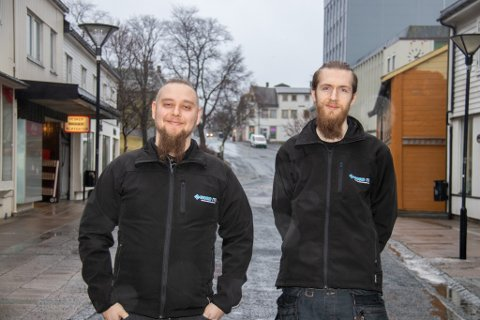 VIL TIL SENTRUM: Christoffer Haugerud og Franz Rolfsvaag startet i januar IT-selskapet Nord ITC, og holder til i Sandnessjøen.