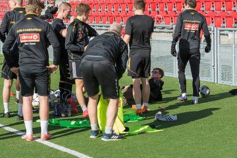 Stålkameratene sier spillere kontakter dem for å bli med på den nye satsingen i 5. divisjon. Moderklubbene mener derimot at klubben ikke følge spillereglene i forhold til overganger. Bildet er fra tida før Rana FK ble stiftet..