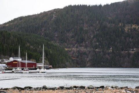 Det er søkt om tillatelse til opplag av skip i Finneidfjorden.