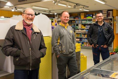 Coop skal pusse opp Prix i Åga. Fra venstre: Håkon Hagebø, butikksjef Kim-Rainer Løkås og driftssjef i Coop Midt-Norge, Thorbjørn Olsen.