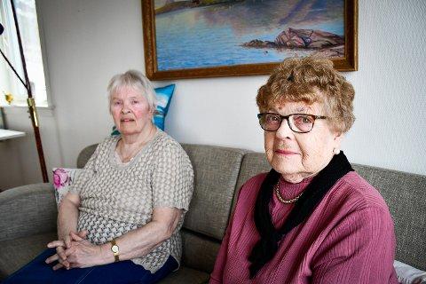 MENER NATTEVAKTEN MÅ TILBAKE: – Slik jeg opplever det har bygget blitt en mellomting mellom omsorgsbolig og sykehjem, uten at tilbudet er tilstrekkelig for beboernes behov. Det er det som er sannheten, sier Ragnhild Laukholm. Både hun og Titti Iglum mener det er behov for  nattevakt ved boligen for å ivareta de sykeste, og gjenopprette tryggheten på huset.
