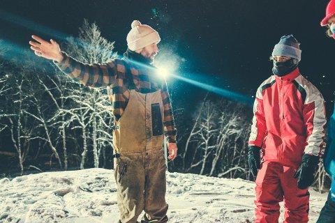 Emil Fossheim planlegger med fersk verdensmester Markus Kleveland og Len R. Jørgensen. Foto: Bård Gundersen
