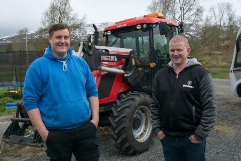 Karl-Marius Enge (blå genser) og Roy-Arne Wik startet egen bedrift.