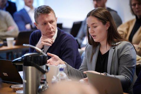 Espen Leirset og Emma Svarva Giskås i et tidligere styremøte i Nord universitet.