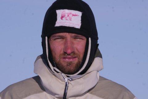 I FOTSPORENE TIL NANSEN OG AMUNDSEN: – Det er kun deg og tankene dine i to uker, sier Håkon W. Skog Erlandsen som nå har kitet Grønland på langs.