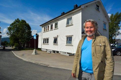 Styreleder i Zar Eiendom, Roger Håkonsen sier de skal rive disse to husene i Myraveien 1 og Lars Meyersgate 43 til fordel for et nytt leilighetsbygg.