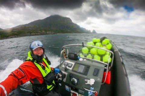 Hans Petter Sørensen og Kristian Sivertsen kjører havørnsafari uansett vær.