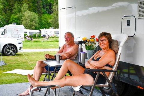 I RANA FOR FØRSTE GANG: Marit Fosse og Rolf Opheim har kjørt hele veien fra Rogaland i bobilen. Dette er første gang de opplever Nord-Norge på hjul.