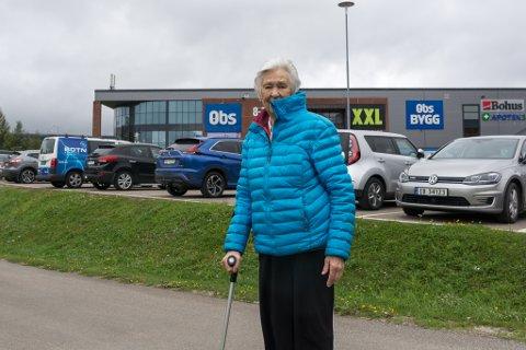 Hjørdis Skjellnes (87) ønsker seg bussholdeplass nærmere handelsparken i Svortdalen, slik det er vedtatt av Rana kommune at det skal bygges.