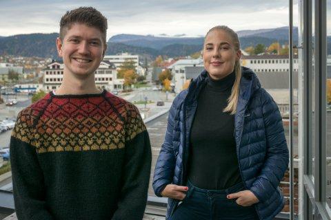 Stian Heggli Kleftås (25), prosjektleder i Heile Helgeland, og Kristin Gullesen (32) håper å bidra til at flere vil se mulighetene som finnes på Helgeland under Hekt deg på-uka.