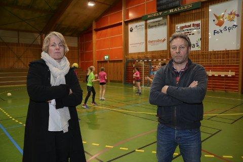 Bekymret: Catrine Fossen og Tormod Kvisler frykter tøffe tider i Moelven Håndball dersom Moelvhallen blir stengt i to år.
