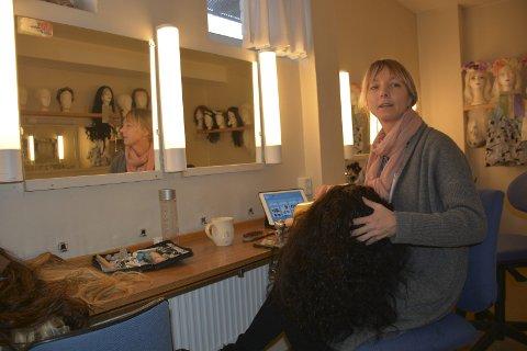 Maskør: Therese Lia har ansvar for parykker og sminke. En vesentlig oppgave når det er snakk om opera.