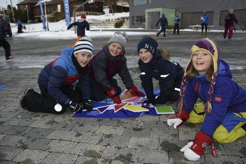 Koste seg: Ivar, Mari, Even og Frida vil ha mer matte ute i det fri. De varmet opp med tangram før de spente på seg skiene.
