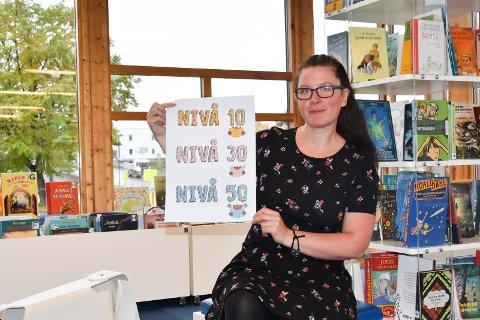 NY LESEKAMPANJE: Barnebibliotekar Monica Westvold og Ringsaker bibliotek håper lesekampanjen «Bokæljen» vil føre til at barneskoleelevene leser ennå flere bøker.