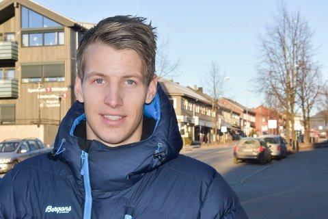 PÅ HJEMMEBANE: Ringsaker Blad møtte Thomas Lehne Olsen (27) i Moelv mandag, to dager etter at spissen var en av heltene da Lillestrøm sikret plassen i Eliteserien i siste serierunde.