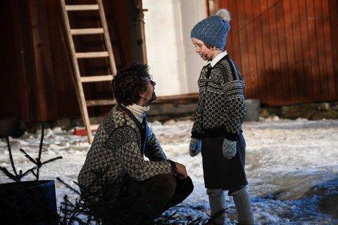 Snekker Andersen, spilt av Lars Henrik Aarnes, og Karl, spilt av Oliver Dahl.