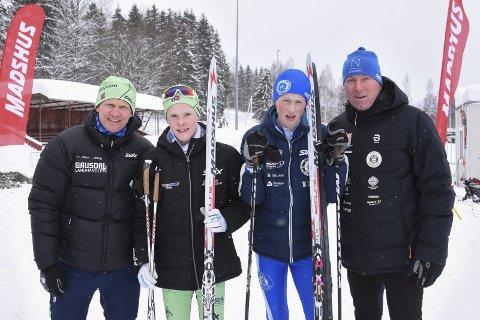 Fører skiarven videre: Roar Lunna (t.v.) og Øystein Snuggerud (t.h.) knivet i skisporet for 30 år siden. Nå er det sønnene Petter Lunna (grønn lue) og Ole Edvard Snuggerud som utkjemper duellene. Lørdag gikk ungguttene renn på Biri. Foto: Ole Ludvig Rosenborg