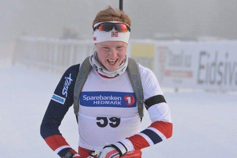 MjøsSki-løper Even Mangset ble nummer 15 på fredagens fellestart i junior-NM. 19-åringen fra Brumund var med i medaljekampen fram til tredje skyting.