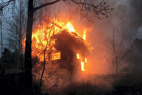 – Dersom man mangler røykvarsler og slokkeutstyr kan en hyttebrann fort bli en katastrofe, påpeker Søtorp.