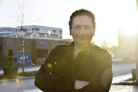 Optimistisk lærer: Ahmed Shaat er «integreringsminister» i Ringsaker gjennom sitt arbeid på voksenpedagogisk senter.