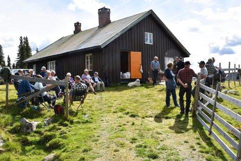 SETERDAG PÅ SKVALDRA: Om lag 40 personer nøt en fin dag på Skvaldra lørdag.