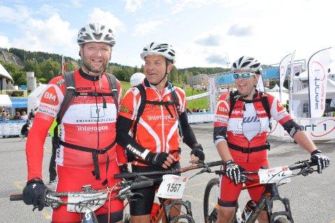 Cato Larsen (t.v),  Roger Bakkestuen og John Espen Johannessen hadde en hard intern fight over fjellet. Foto: Gaute Freng