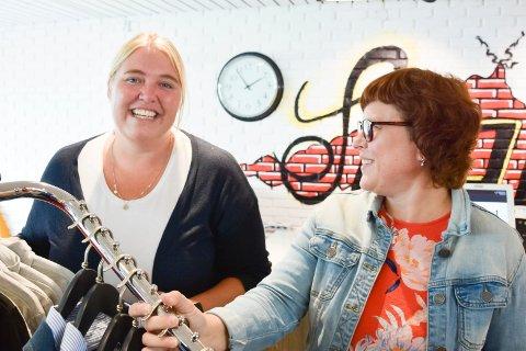 VIKTIGE DAGER: Guro Eikrem (t.v.) og Ane Schjerpen i klesbutikken Spor1 er fornøyd etter årets Innlandsmarked.