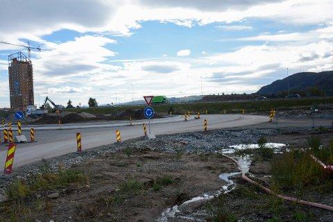 Ved den nye rundkjøringa ved E6-avkjøringen til Brumunddal vil Shell bygge vegserviceanlegg.