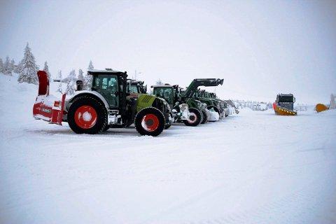 SNØBRØYTING: Traktorene på Storåsen skal etter planen ikke brøyte unødvendig denne vinteren. Et nytt digitalt system fører til mer ansvar for hytteeierne.