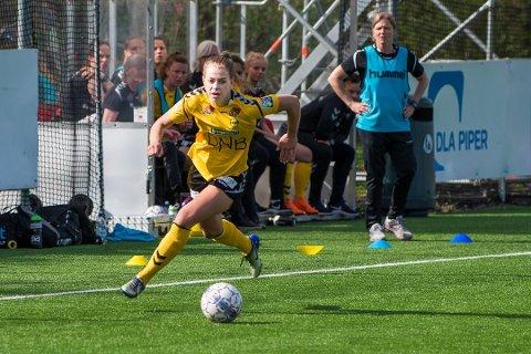 Seriemester: Ingrid Kvernvolden her fra en tidligere kamp i år er seriemster i fotball. Lørdag scoret hun sjøl to mål i seieren mot Avaldsnes. Foto: Vidar Sandnes