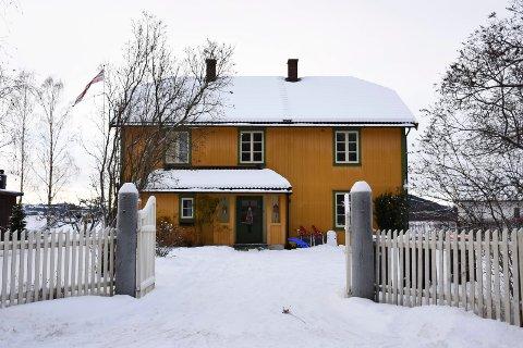 Kongsvegen 39 er solgt for seks millioner kroner. Sveip for å se flere aktuelle eiendommer som ble solgt i Ringsaker i desember.