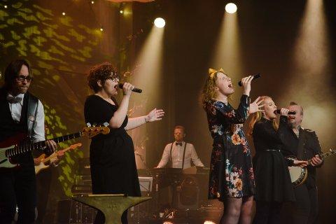 Christiane Skaug (i midten) på Ringsakergallaen forrige fredag. Nå er hun klar for TV Norges nye musikksatsing.