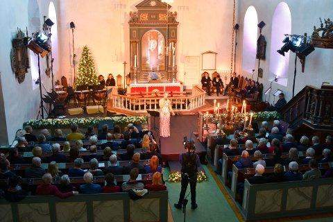TILBAKE: Mari Silje Samuelsen holder nye julekonsert i Furnes kirke i desember. Her fra fjorårets konsert.