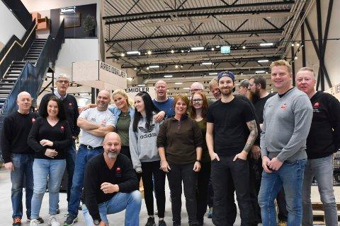 SPENTE: De ansatte på Byggmakker Skattum Hamar gleder seg, og er spente på torsdagens åpning i nytt varehus.