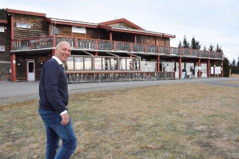 Erik Lindstad tar over og starter driften av Sjusjøen Cafe på Natrudstilen.