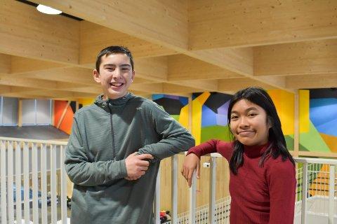 GLEDER SEG: Elevrådsleder Einar Nordhagen og nestleder Pimpakan Leesrikum gleder seg veldig til å kunne ta i bruk den nye skolen.