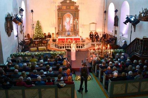KONSERT: Også i år skal Mari Silje Samuelsen ha julekonsert i Furnes kirke.