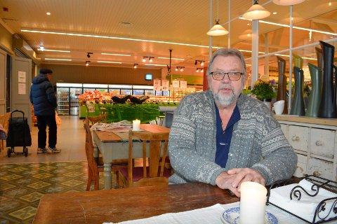 Trist: Aksel Harby kan ikke forestille seg en hverdag uten skole i bygda. Hans oldefar, Ole Tangen, var den første læreren på 125 år gamle Fagernes skole.