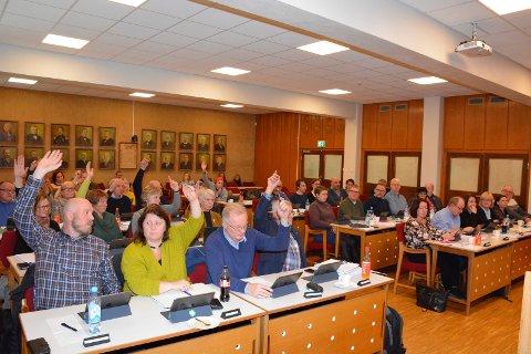 Bassengnei: Flertallet i Kommunestyret med Ap (til høyre i salen) i spissen sier her nei til basseng på Brøttum.